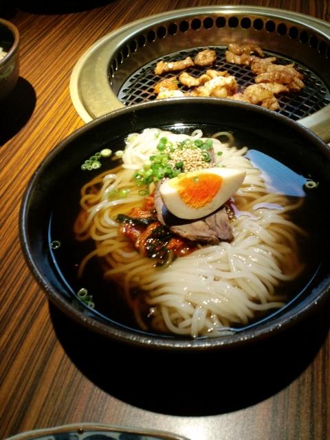 冷麺とホルモン_640.jpg
